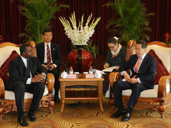 Mayor Reed meets with Zhang Bilai, president of the Hangzhou Chamber of Commerce, during his visit to China in 2012.